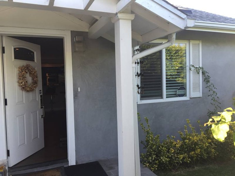 Two bedrooms and one bathroom in a modern, newly remodeled home, vacation rental in Culver City