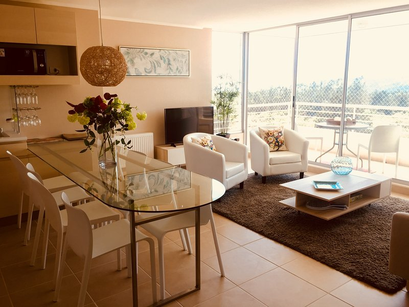 Laguna Bahia - Comfortable and Stylish Apartment with Private Beaches, holiday rental in Casablanca