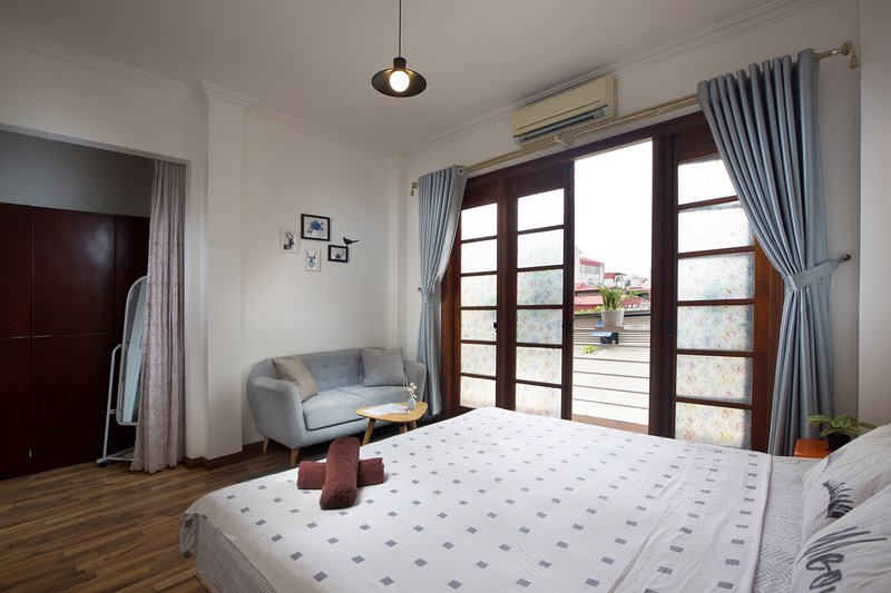 Nice, comfy 4 BR house - Old Quarter, holiday rental in Hanoi