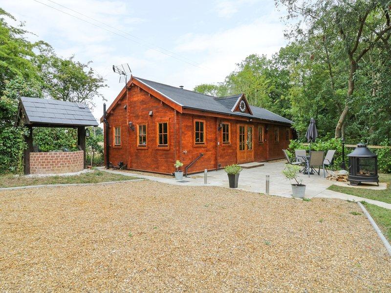 ACORN LODGE, open plan, woodburner, near Saxmundham, Ref 938845, Ferienwohnung in Theberton