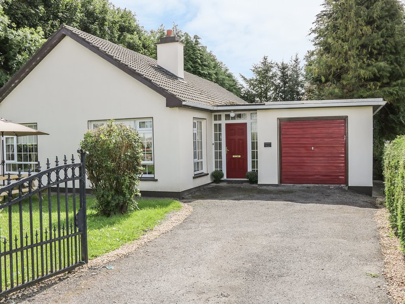 RANSBORO HOUSE, open plan, open fire, in Dromahair, Ref 988398, holiday rental in Collooney