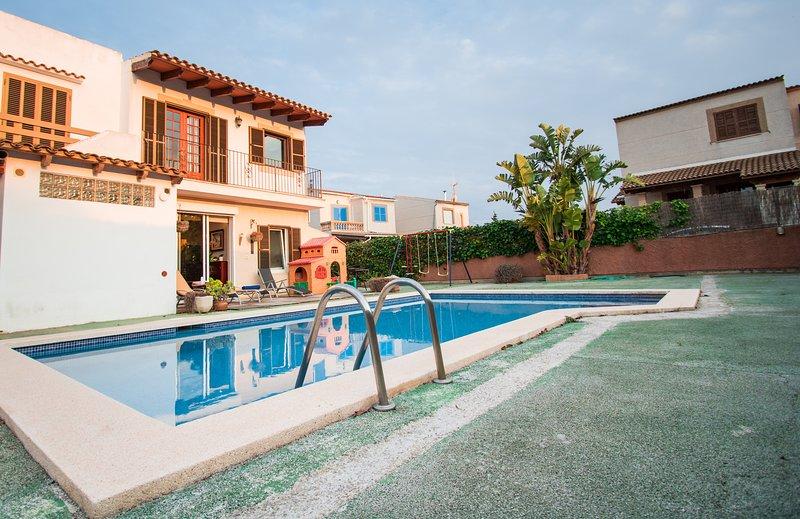 Bonito adosado en Porto Colom para 6 personas con piscina, jacuzzi, AC y Wifi, holiday rental in Cala Marcal