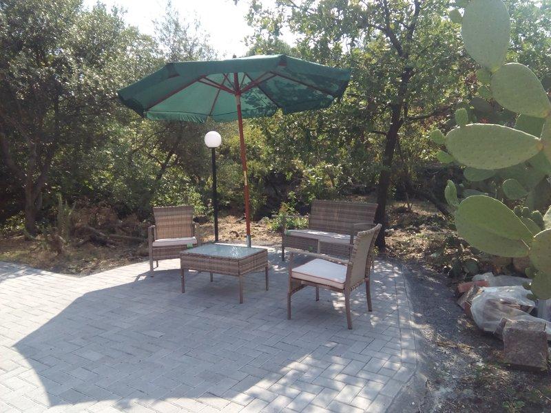 Beautiful house with terrace & Wifi, vacation rental in Tremestieri Etneo
