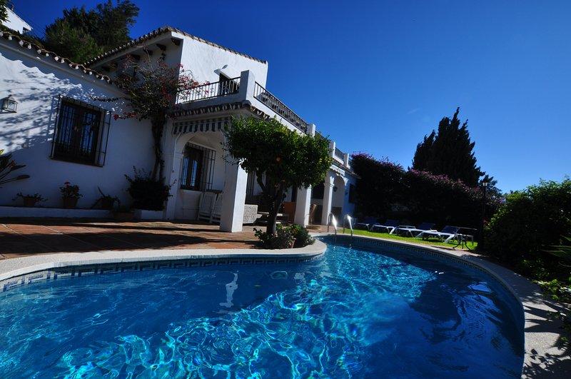 4 bedroom Villa in Mijas La Nueva, Sleeps 8, own pool, holiday rental in Mijas Pueblo
