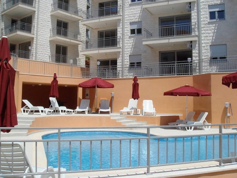 Petrovac 2 bedroom apartment, holiday rental in Katun