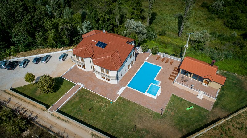 Villa perinusa large swimming pool perfect relaxation - Summer house with swimming pool review ...