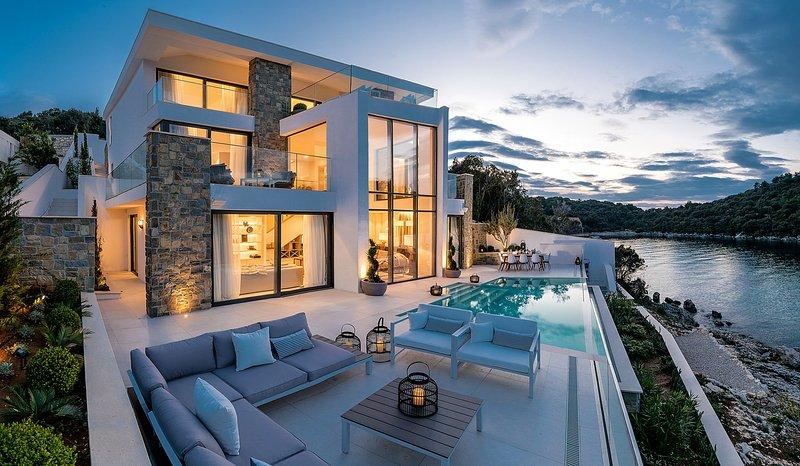 Luxury Villa Korcula Supreme with Pool, vacation rental in Zrnovska Banja