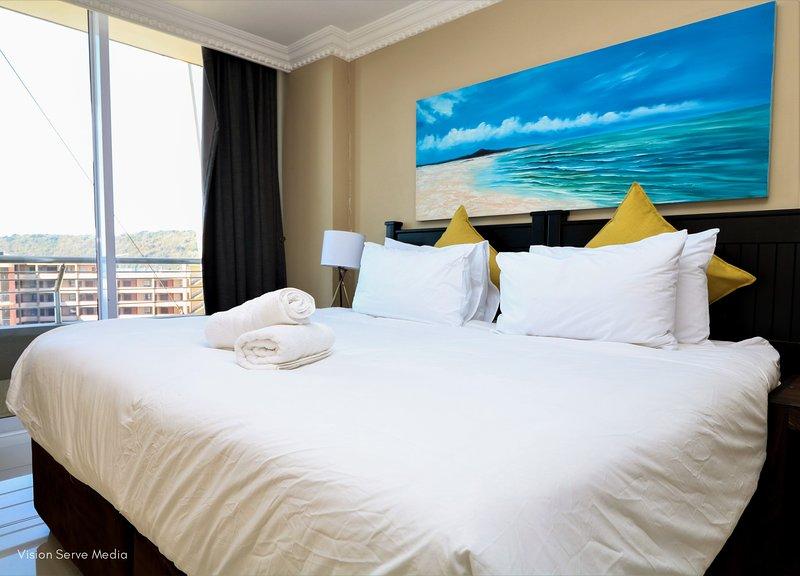 Impresionante dormitorio principal con cama king size y baño