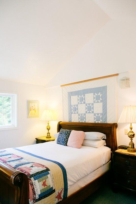 One bedroom with queen bed.