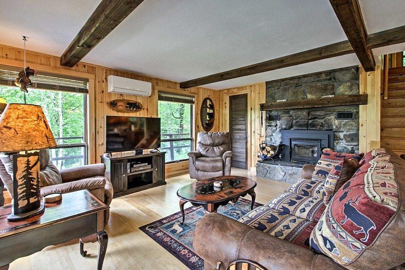 Esta casa de 3 dormitorios y 2 baños en Woodsville tiene capacidad para 9 personas.