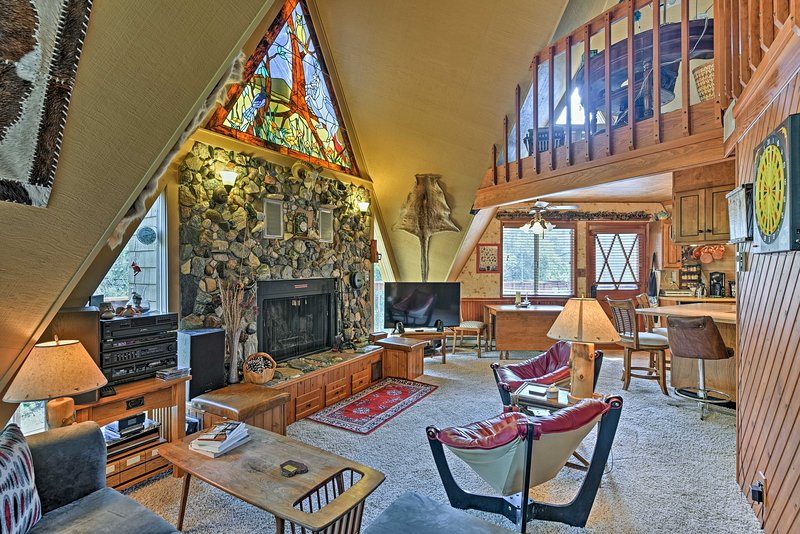 'Star House' in Pine Mtn Club - 20 Mins to Skiing!, vacation rental in Frazier Park