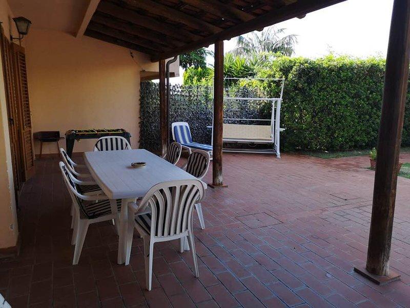 VILLA TEGI. 6/8 posti letto, vacation rental in Rocca di Capri Leone