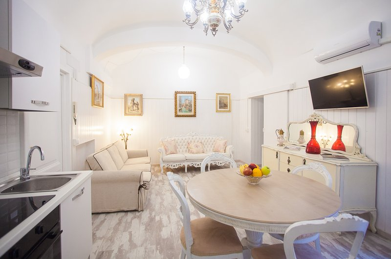 Delightful very bright basement apartment in the heart of Rome.