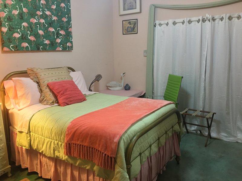 Camera da letto / bagno suite in Main House w / ingresso privato sulla piscina / spa / zona FP e doppie porte in vetro