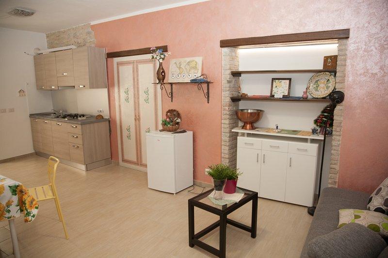 CUMMARI LUISA NEW CENTRAL APARTMENT, holiday rental in Villalba