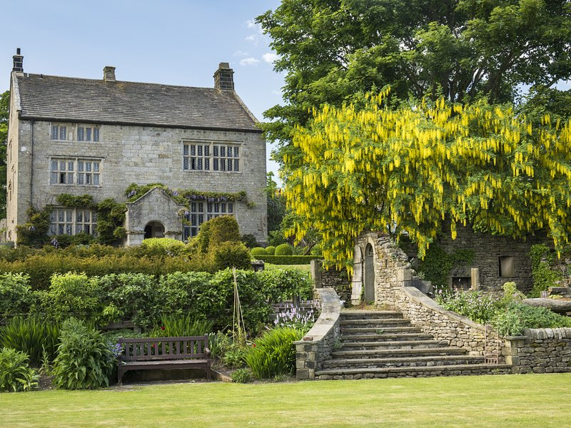 HIGH HALL, Grade II* listed, Skipton, holiday rental in Cracoe