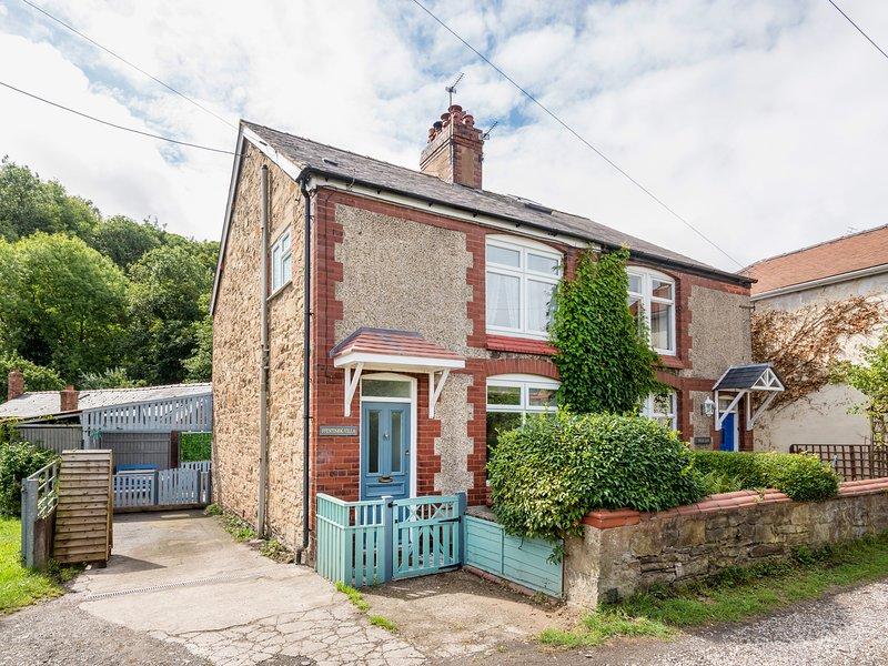 FFESTINIOG VILLA, near Holywell, holiday rental in Axton