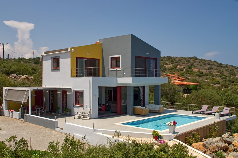 .Luxury Modern Detached Villa with 3 En Suite Bedrooms Private Pool and Sea View, holiday rental in Epano Sisi