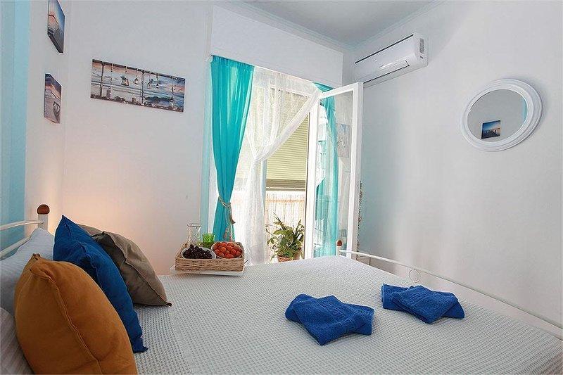 Living in an Athenian neighbourhood, holiday rental in Tavros
