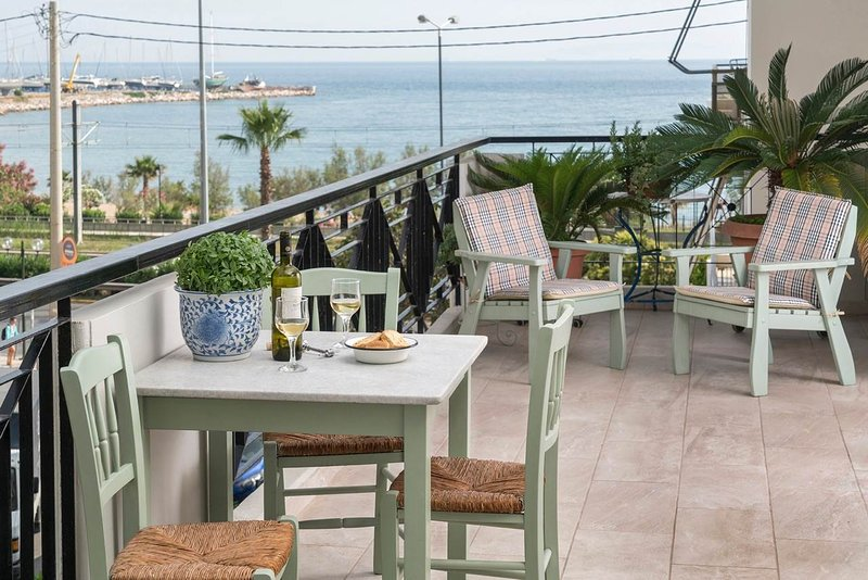 Unique flat with sea view, holiday rental in Paleo Faliro