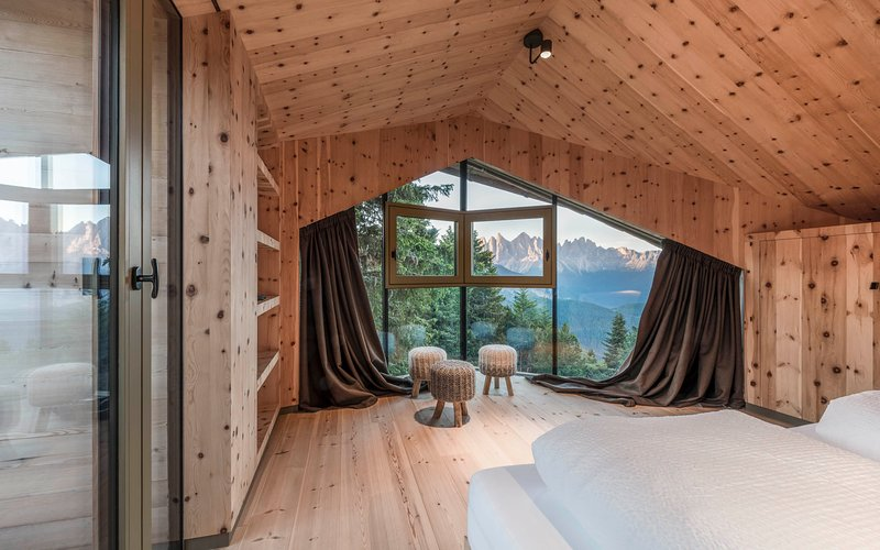 Lodge Suite IV