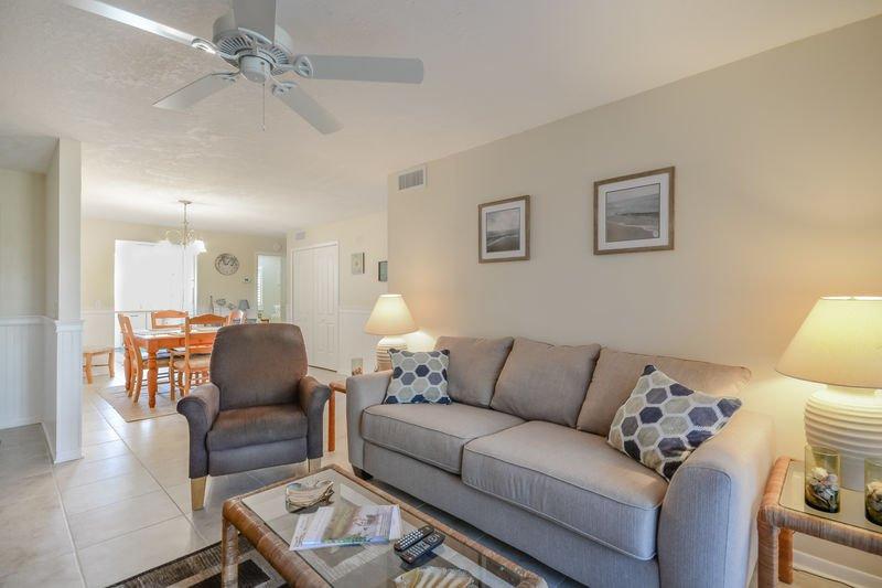 SC109 - Sea Woods Condo 109, holiday rental in Daytona Beach