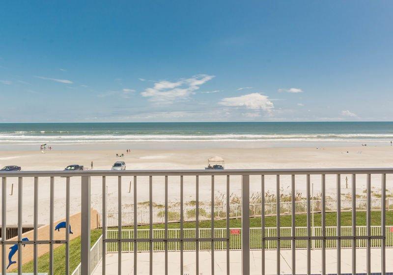 Belle vue sur l'océan depuis votre balcon privé.