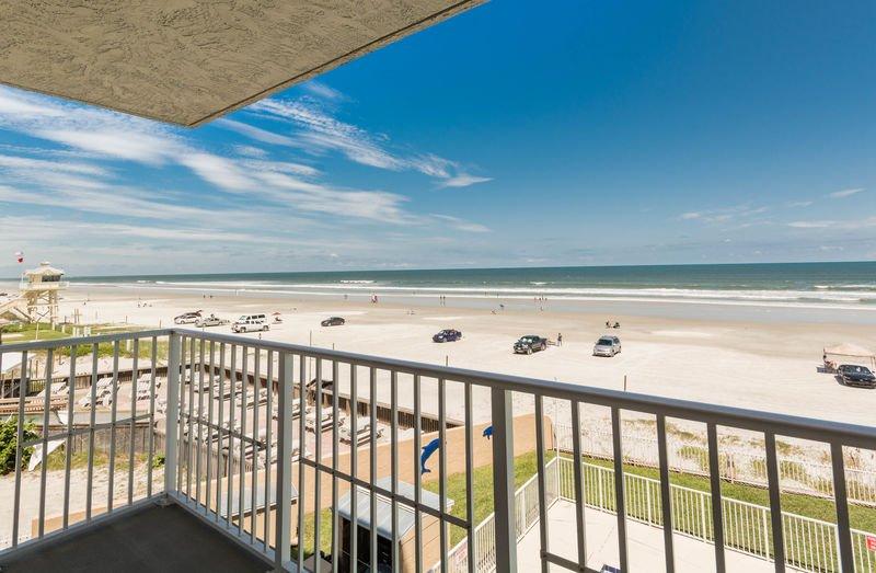 Admirez la vue sur toute la plage nord!