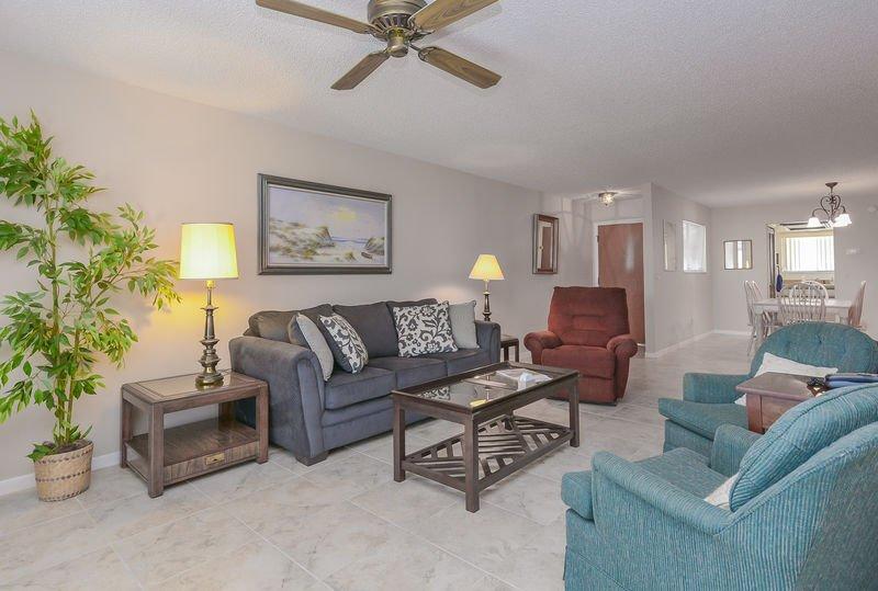 SC207 - Sea Woods Condo 207, holiday rental in New Smyrna Beach