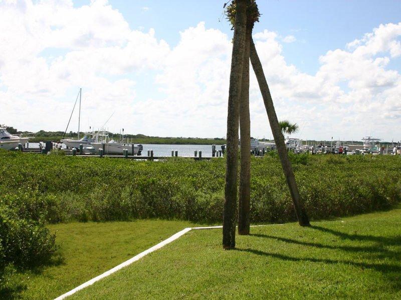 Vistas del puerto deportivo e Intracoastal.