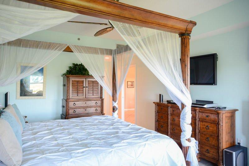 Grande chambre des maîtres avec lit king size