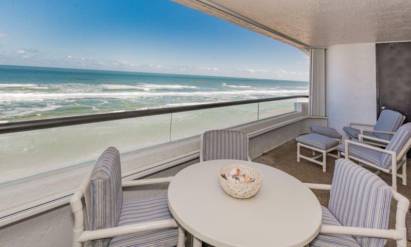 Profitez des repas au bord de l'océan sur le balcon privé face à l'océan.