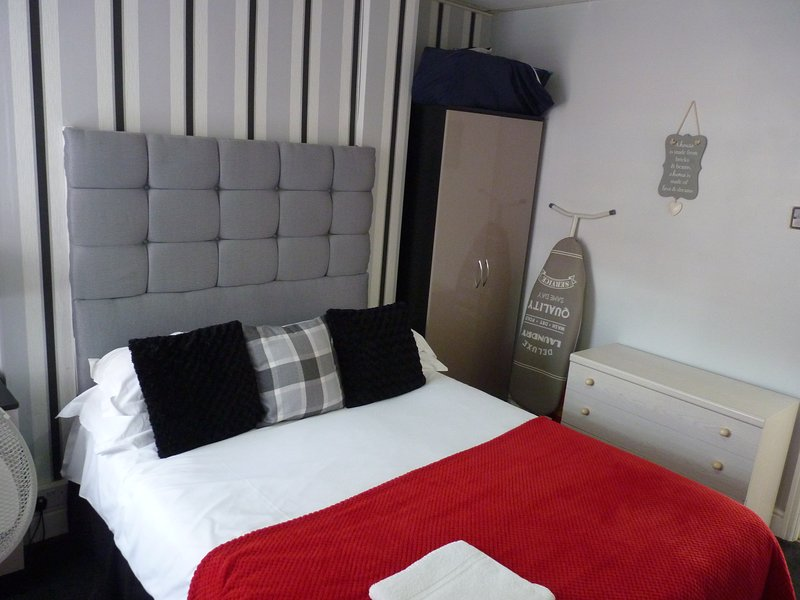 Apartment 1 - Ground Floor Front Flat. One Double Bedroom, holiday rental in Blackpool