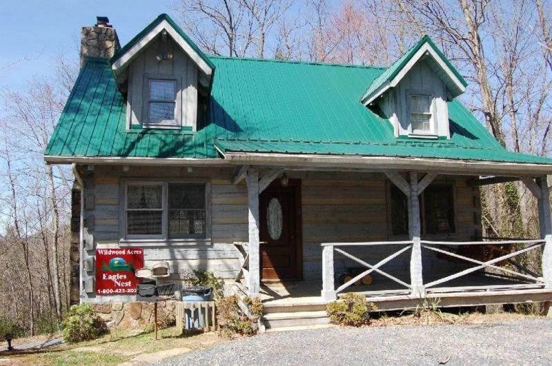 Eagle's Nest - 2 Bedrooms, 2 Baths, Sleeps 6, holiday rental in Hartford