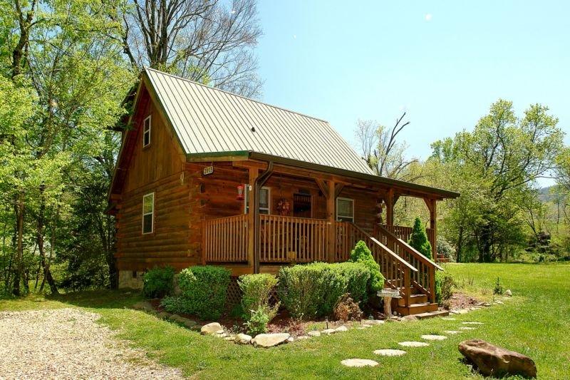 A Bit of Heaven - 2 Bedrooms, 2 Baths, Sleeps 8, holiday rental in Hartford