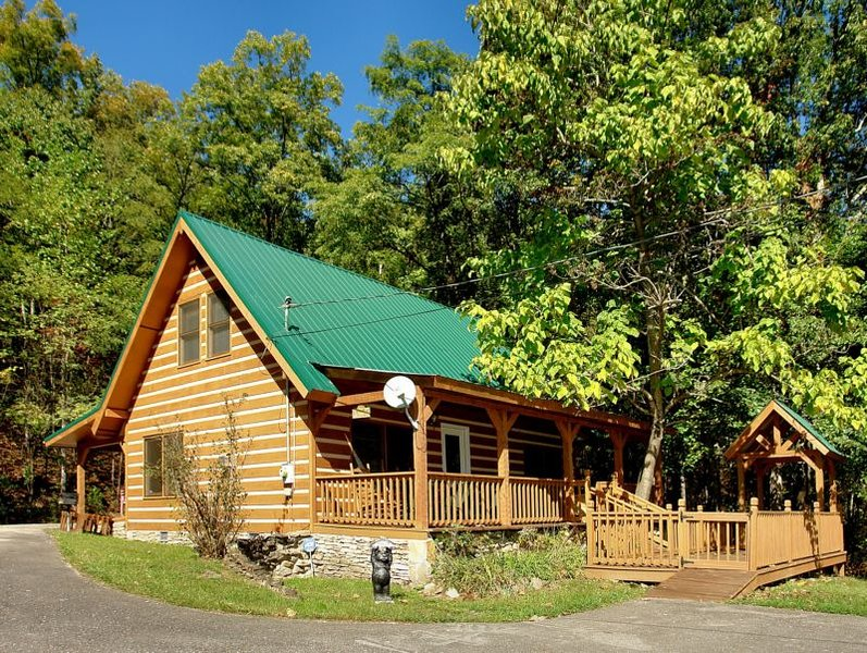 Carrie's Cabin - 4 Bedrooms, 2.5 Baths, Sleeps 12, holiday rental in Hartford