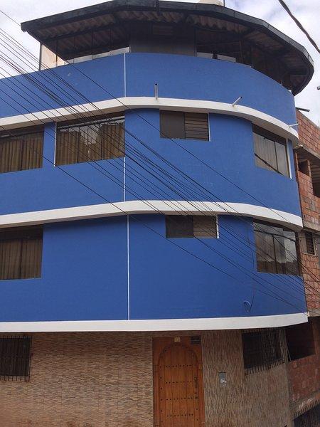 SE ALQUILA  CASA CON HABITACIONES AMOBLADAS A EXTRANJEROS, vacation rental in Cusco