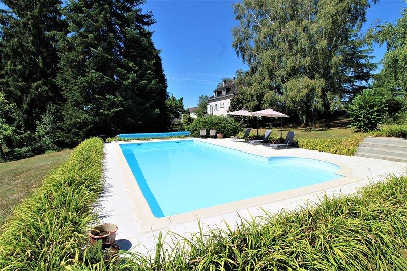 Luxury 2 Bed Gite, Adults Only, Large Pool, Village Location, Mialet, Dordogne, location de vacances à Saint-Jory-de-Chalais