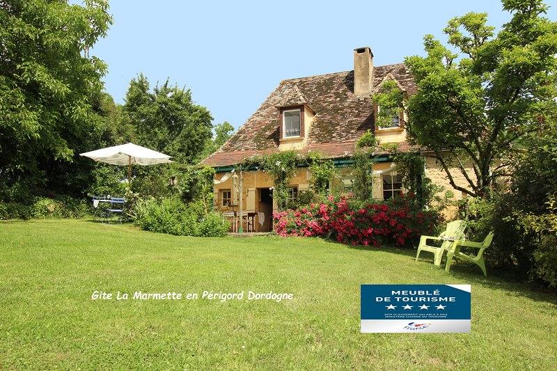maison champêtre classée 4*, piscine privée, très calme, location de vacances à Cause-de-Clérans