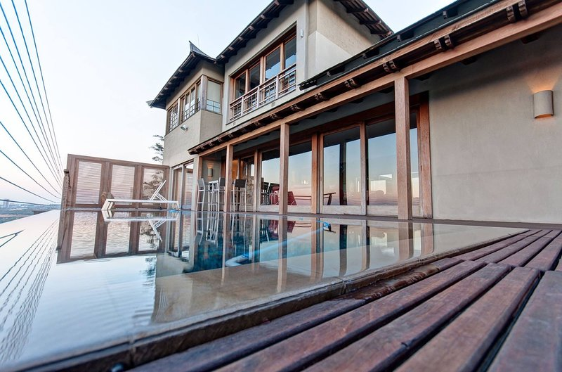 The Japanese Palace - Exquisite home with spectacular views & unique experience, holiday rental in Krugersdorp