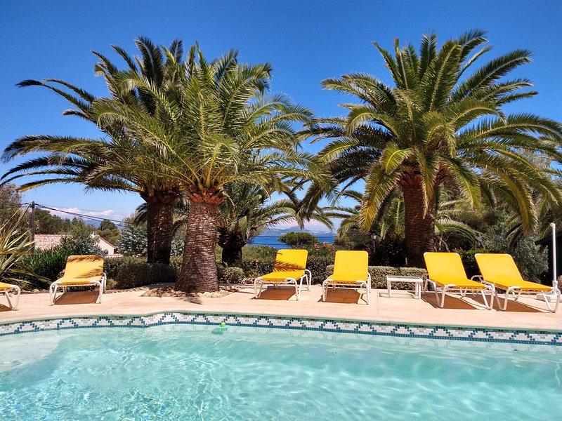 Appartements 4/5 personnes avec piscine chauffée à 150 m de la plage., holiday rental in Les Issambres