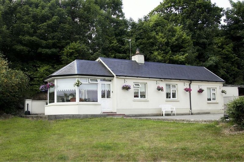 East Clare 3 Bed (20 mins from Shannon Airport) Munster Ireland, casa vacanza a Limerick
