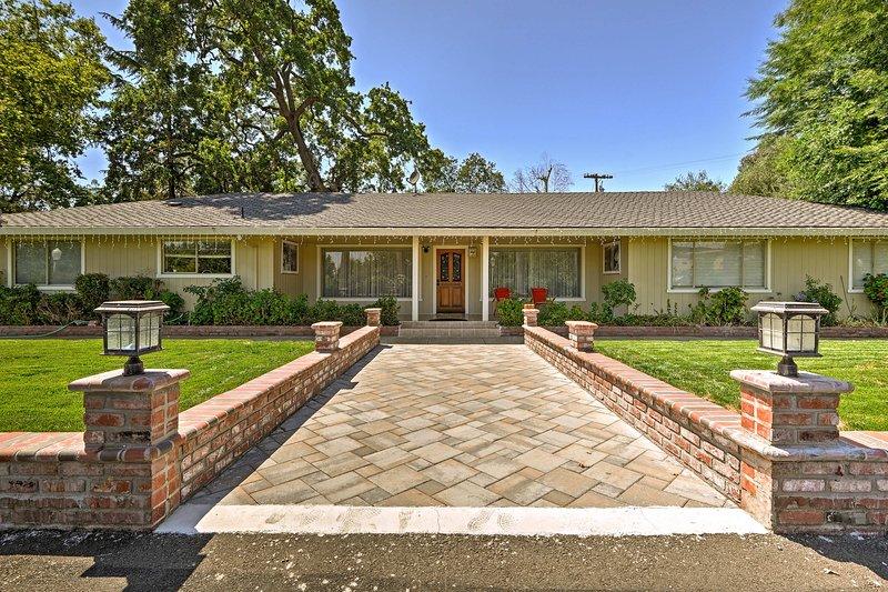 Gilroy Home w/Deck on 20 Acres - 7 Mi to Downtown!, location de vacances à Morgan Hill