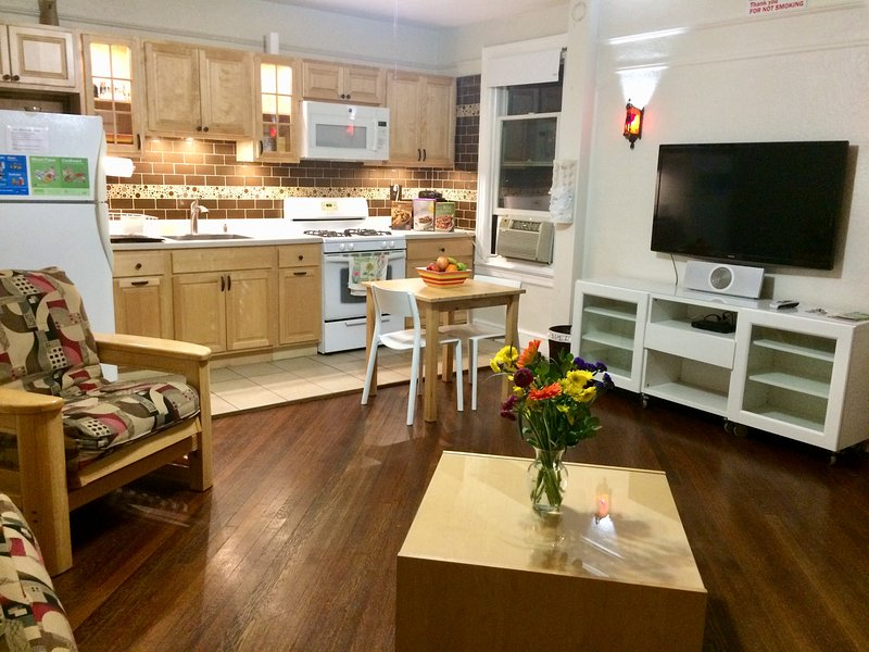Beautiful Garden Apartment with Patio & BBQ Grill, casa vacanza a Queens