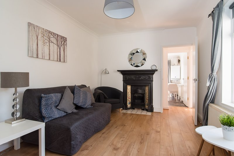 Charming Ground Floor Apartment in Pontcanna, location de vacances à Tongwynlais