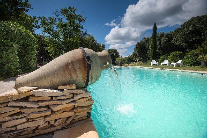 Grand gîte en Ardèche méridionale à 15 minutes des Gorges de l'Ardèche, holiday rental in Gras