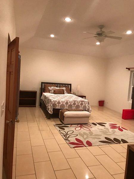 Main bedroom ensuite.