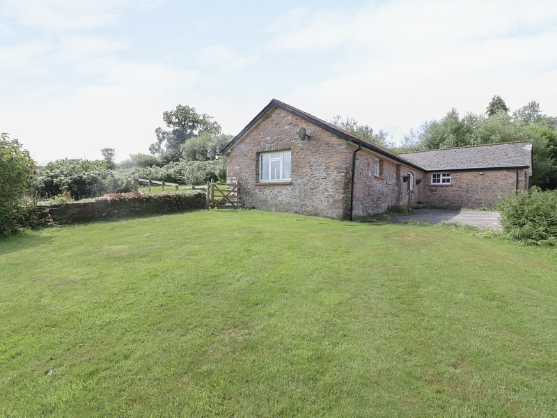FOXLAIR COTTAGE, perfect for couples, near Minehead, holiday rental in Withypool