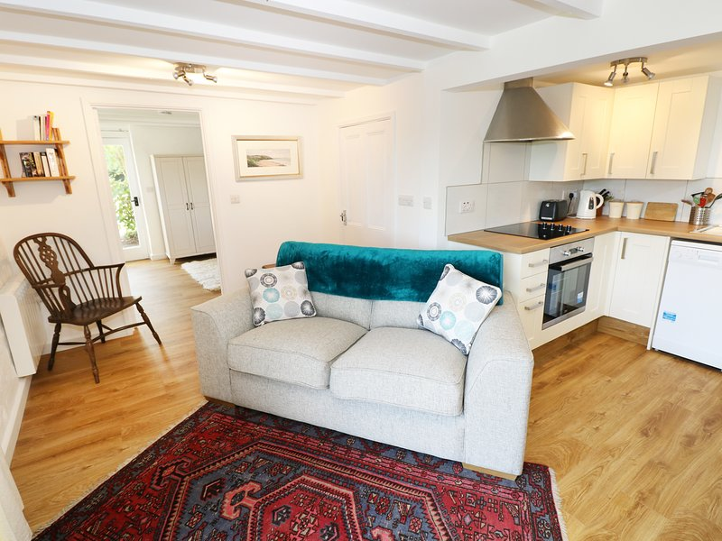 THE GRANARY COTTAGE, perfect for couples, Llandysul, vacation rental in Tan-y-groes