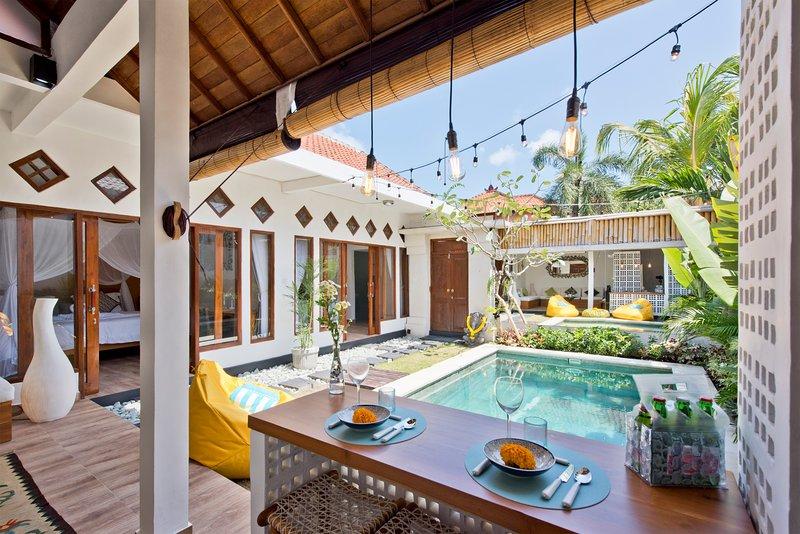 Tropische tuin met zwembad